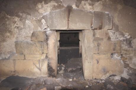 Портал, Филиповска могила
