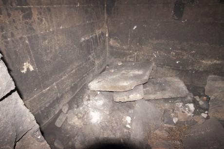 Под на централната камера в тракийска могила в Пловдив