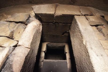 Портал и предверие, тракийска могила в Пловдив