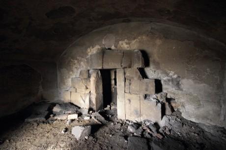 Филиповска могила, Пловдив, ново предверие с портал